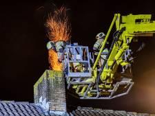 Langdurige vonkenregen: brandweer heeft flinke klus aan schoorsteenbrand in Houten