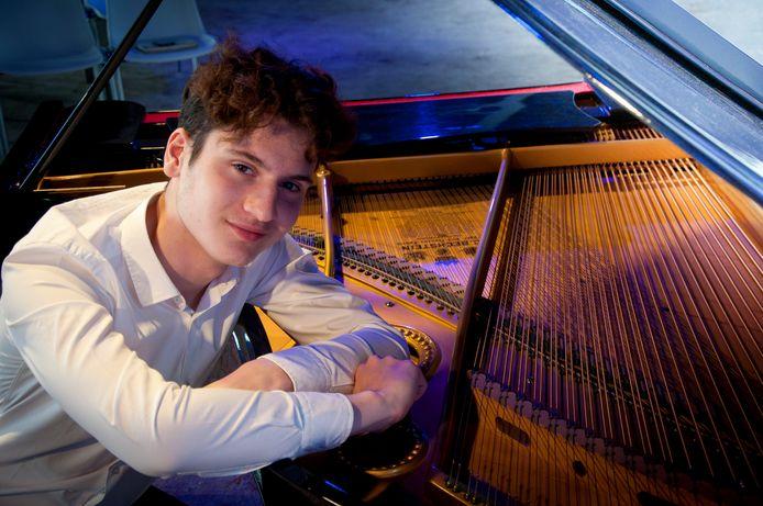 De Nederlandse 18-jarige pianist Aidan Mikdad.