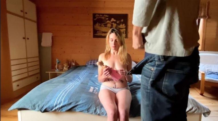 Het filmpje toont hoe actrice Joke Sluydts een pop in de handen geduwd krijgt en dan verkracht wordt. De scène is volledig nagespeeld op basis van een echt filmpje, waarin een 8-jarig meisje misbruikt werd.
