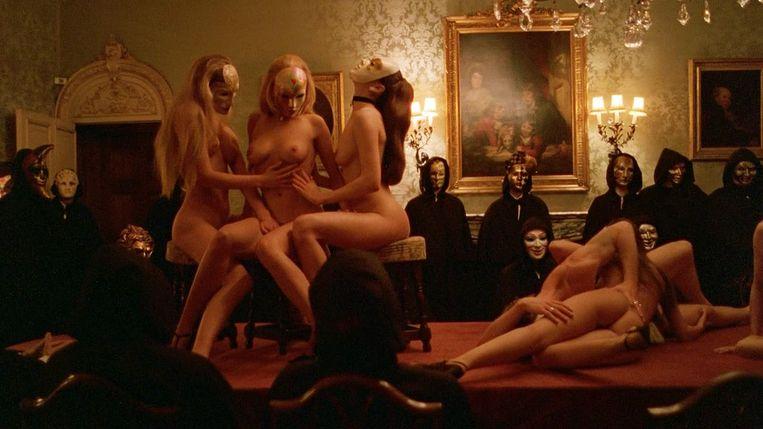 Legendarische orgiescène in Stanley Kubricks Eyes Wide Shut. Woensdag op muziek van Sjostakovitsj en Ligetti Beeld -