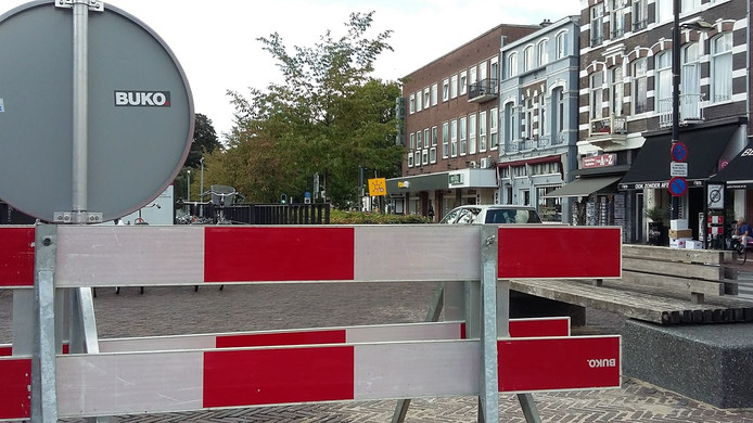 De verbodsborden staan al klaar in de Bisschop Hamerstraat.