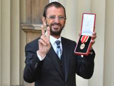 Beatlesdrummer Ringo Starr geridderd door prins William