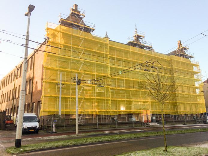 De voormalige ambachtsschool aan de Boulevard Heuvelink in Arnhem wordt omgebouwd tot woongebouw.