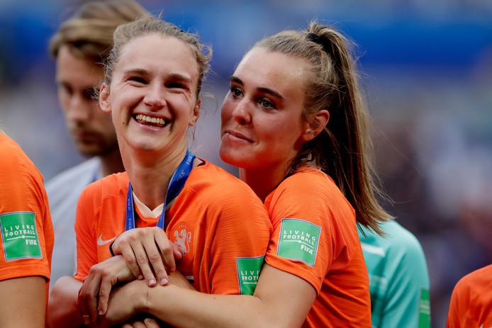 Vivianne Miedema (links) en Jill Roord.