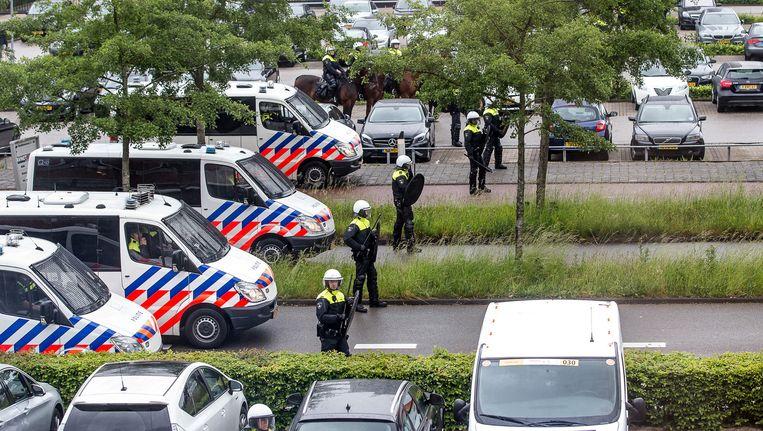 Politiebewaking tijdens het nacompetitieduel tussen NAC Breda en Roda JC. Beeld anp