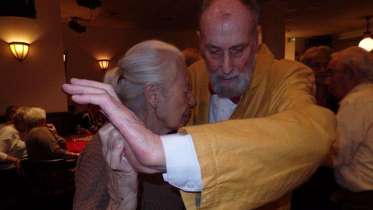 Anna Andriessen en Paul Walters dansen de tango Beeld Schuim