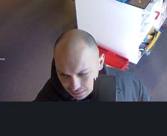 De man werd duidelijk gefilmd op de Molseweg.