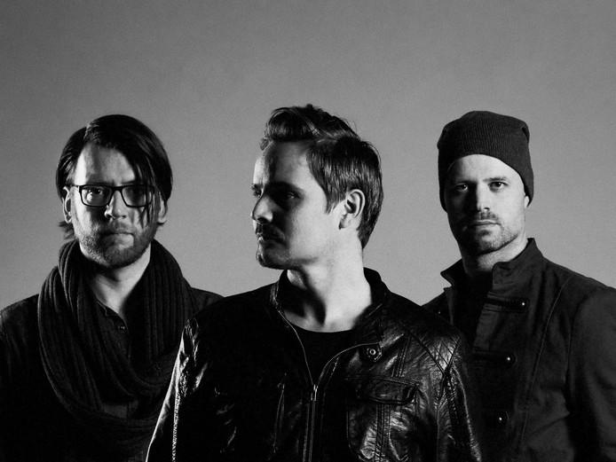 Eindhovense rockband Wolfendale met vlnr: Marc van den Boom, Sander Strick en  drummer Ruud van Bree.