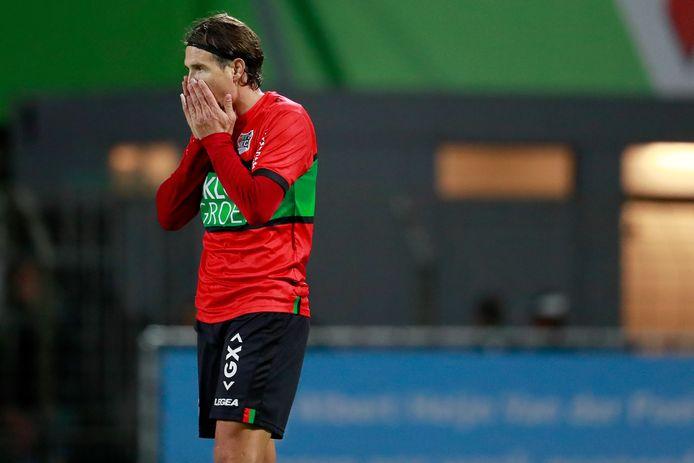 Etien Velikonja baalt tijdens de wedstrijd van NEC tegen FC Dordrecht.