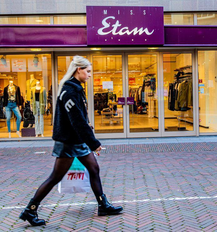 Miss Etam telt een kleine honderd filialen, bijna een derde is vanwege huurachterstand gesloten.