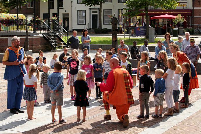 De stadsraad van Aardenburg wil op de informatiemarkt ook laten zien dat er van alles gebeurt op cultureel gebied, zoals het Kunstenfestival dat vorig jaar veel bezoekers trok.