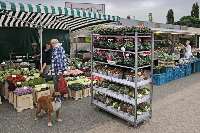 Toon Sleutjes introduceerde enkele jaren geleden al een kleine wekelijkse markt voor de deur van zijn snackbar.