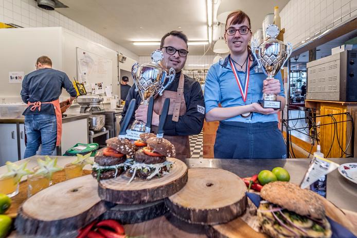 Tom Duijndam en Cindy van Tienen: dolblij met hun prijzen.