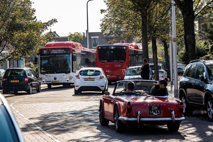 Het is elke dag chaos met de streekbussen door de Hortensiastraat in Monster.
