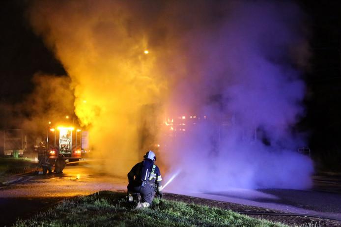 Brand in een vrachtwagenaanhanger op de A67.