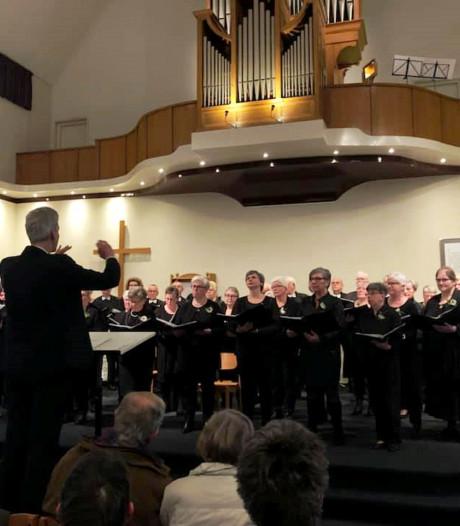 Koor in Wierden zingt een toontje lager, koor in Rijssen juist een toontje hoger