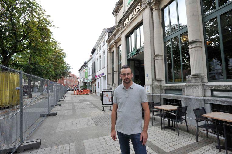 David Thijs, mede-uitbater van Brasserie De Met op de Grote Markt is niet opgezet met de klacht.
