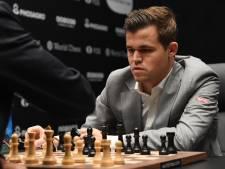 Carlsen ontsnapt aan nederlaag in WK-tweekamp