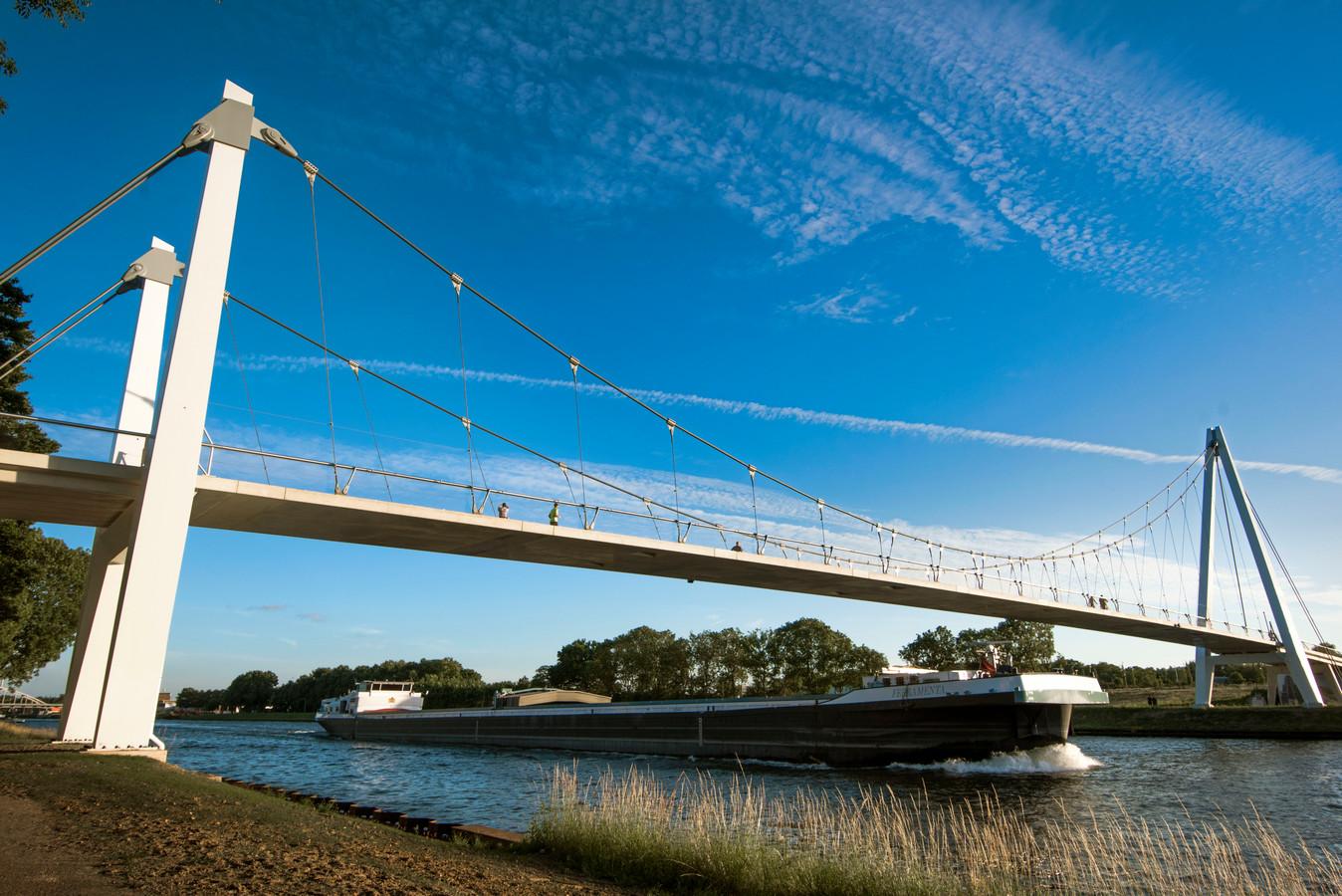 De Dafne Schippersbrug over het Amsterdam-Rijnkanaal.