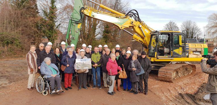 Een vertegenwoordiging van de projectontwikkelaar met de toekomstige bewoners van Rembertus.