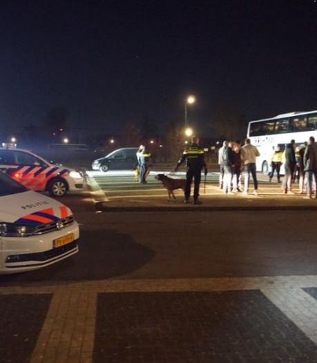 Bezoekers Spakenburgse derby met elkaar op de vuist