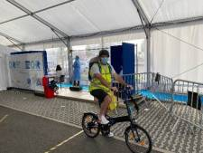 Des coursiers à vélo pour accélérer les tests de dépistage au CHR de Liège