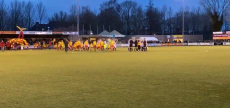 #HéScheids: Champions League-hymne in Kampen, ingooi is assist bij SC Genemuiden