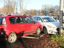 Drie auto's zwaar beschadigd na botsing in Haarle