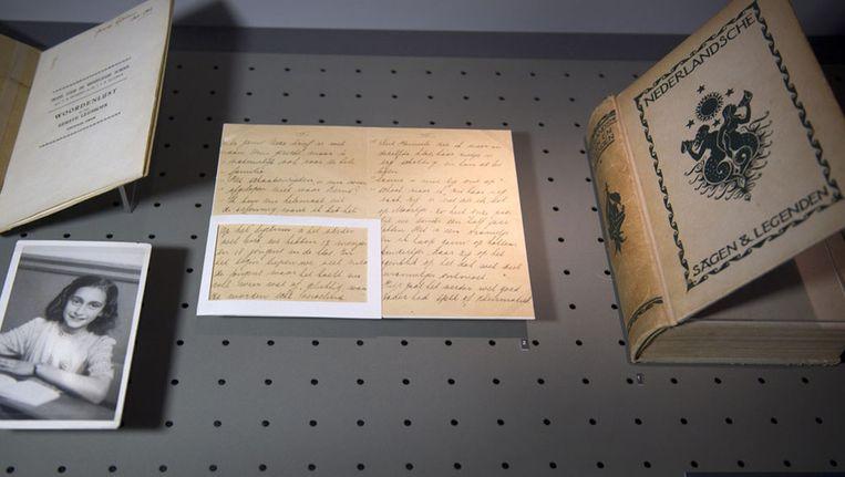 Een aantal foto's en brieven uit het archief van Otto Frank, die nu nog in het Anne Frank Huis zijn tentoongesteld. Beeld anp