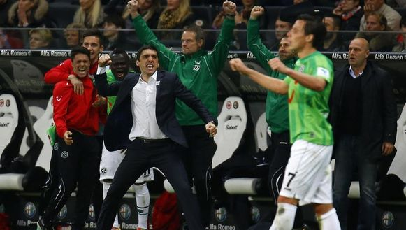 Hannover-coach Tayfun Korkut is dolblij.
