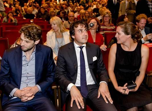 Jesse Klaver (midden) met zijn vrouw Jolein bij de vertoning van de documentaire 'Jesse' van regisseur Joey Boink (links).
