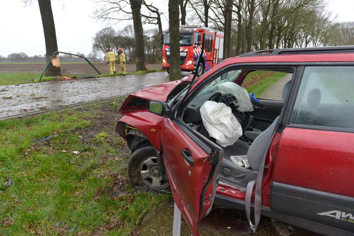 Bestuurster gewond door ongeluk op de Casterseweg in Hoogeloon.