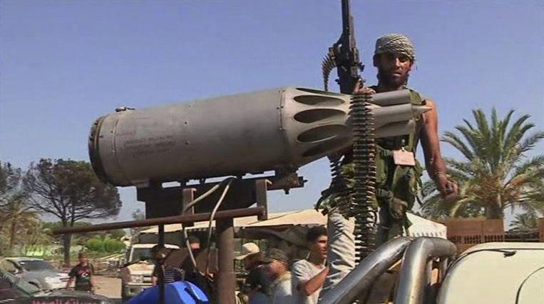 Een Libische rebel in Tripoli. Beeld ap