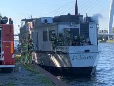 Schip met Duitse toeristen ontruimd na brand op Amsterdam-Rijnkanaal bij Kanaleneiland