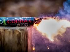 Illegaal vuurwerk uit Polen gevonden tussen de post in Veenendaal