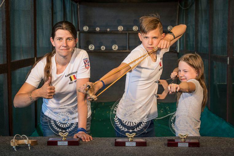 Taylor is overigens niet het enige katapulttalent in de familie. Taylor won vorige zomer goud bij de -15-jarigen op het WK Katapult in Italië, terwijl mama Kelly Degryse zilver won bij de dames. Zus Gibsy Pleysier won brons bij de -15 jarigen