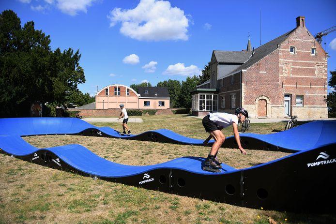 De Urban Pumper staat nog tot 16 augustus in de Pastorijtuin van Meerbeek.