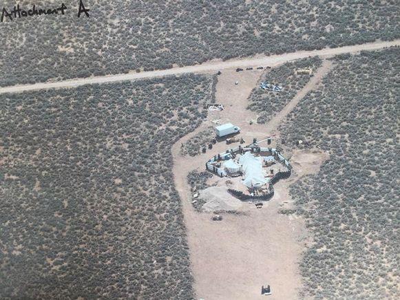 De compound in New Mexico, waar de elf ondervoede kinderen werden aangetroffen