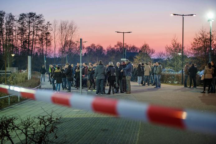 Actievoerders op het plein voor MFA 't Hart in Ewijk.
