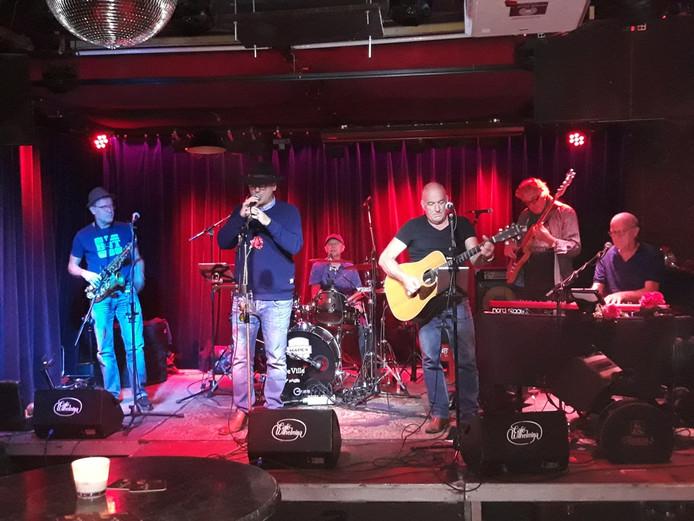 Bandeville tijdens een optreden in Wilhelmina in Eindhoven.