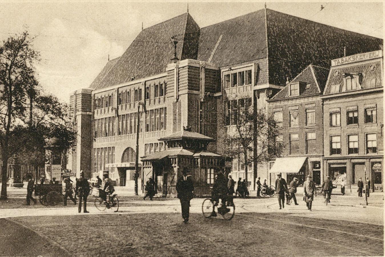 Het hoofdpostkantoor aan de Neude in 1924.