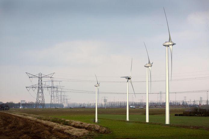 Impressie van de windmolens langs de A15 bij Reeth.
