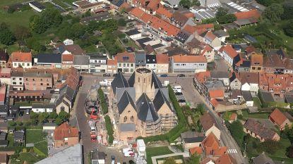 Werken aan indrukwekkende torenspits begonnen: kerk zet deuren open tijdens Open Wervendag