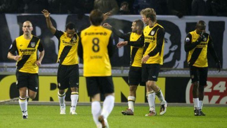 De spelers van NAC Breda vieren het doelpunt van Leonardo (2e L). ANP Beeld