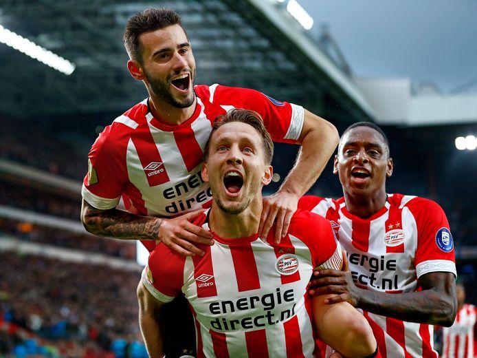 Luuk De Jong En Teamgenoten Psv Stijgen Tot Grote Hoogte Nederlands Voetbal Gelderlander Nl