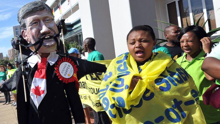 Demonstranten van Greenpeace in Durban. Beeld afp