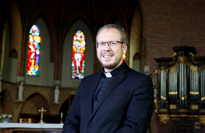 Kapelaan Jochem van Velthoven.