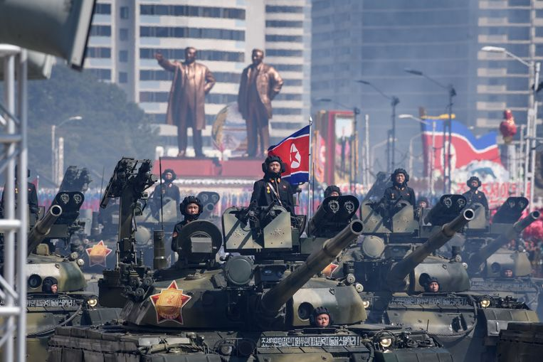 De grote militaire parade van zondag in Pyongyang werd gehouden ter gelegenheid van de zeventigste verjaardag van Noord-Korea.  Beeld AFP