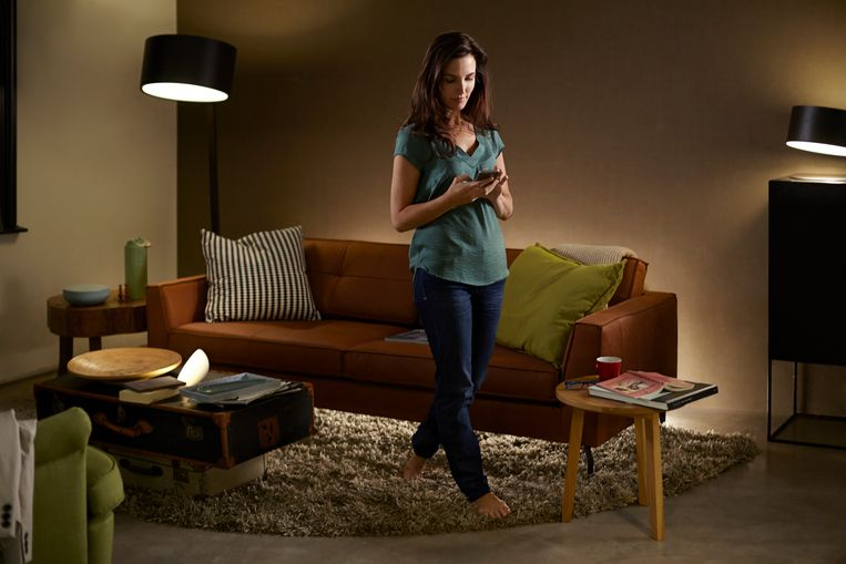 Met slimme lampen teken je ware lichtschilderijen uit in je woonkamer.