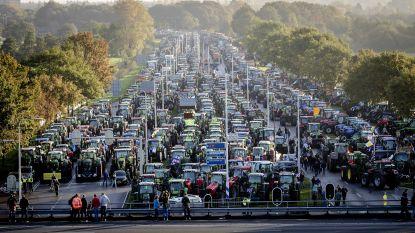 Lange files door protesterende boeren in Nederland, honderden steken vuurwerk af en blokkeren tramlijnen in Den Haag